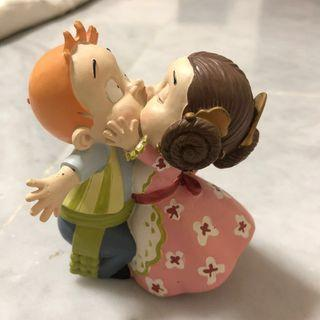 🚚 Kissing Couple (from Spain) Figurine & Magnet