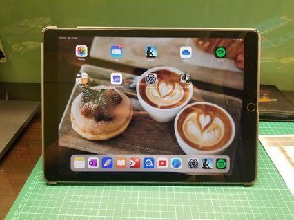 iPad Pro 12.9inches 32GB with leather smartcover