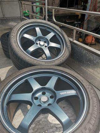 GTR R35 Volk racing TE37 tyre and rim