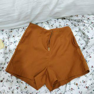 Front zip high waisted shorts
