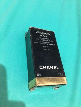 Chanel Vitalumiere Aqua 10 beige
