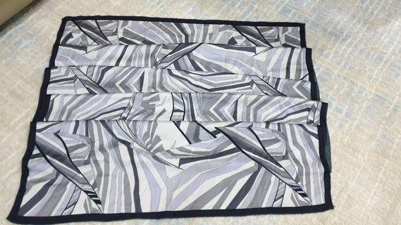 Ariani shawl - Grey Black
