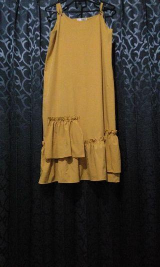 Dress panjang tanpa lengan dengan rok halter frill