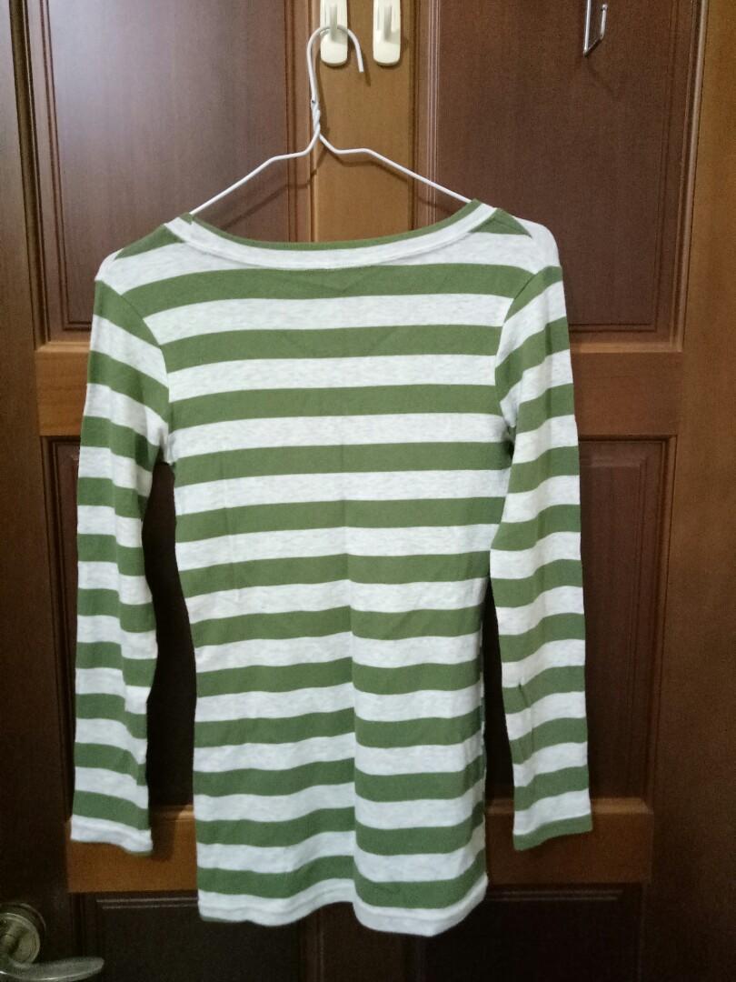 綠色橫條長版上衣 顯瘦 適合春秋穿搭