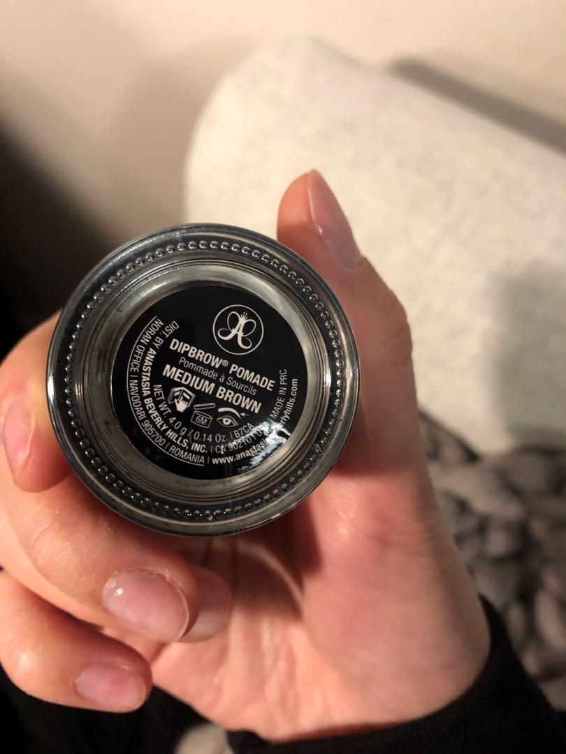 Anastasia BH dipbrow pomade in medium brown