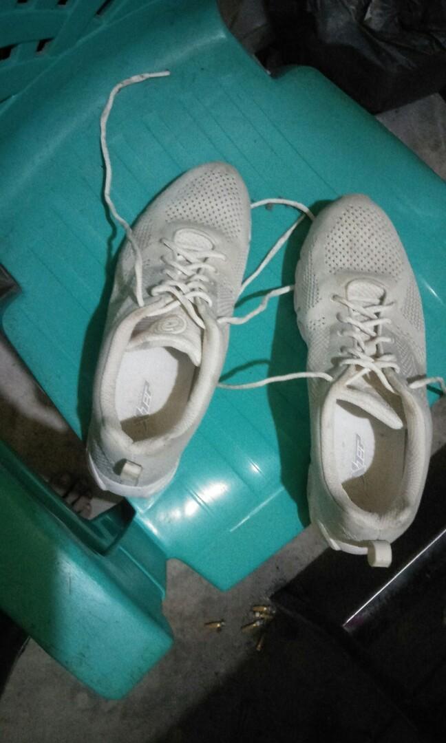 #BAPAU sepatu olahraga XTEP