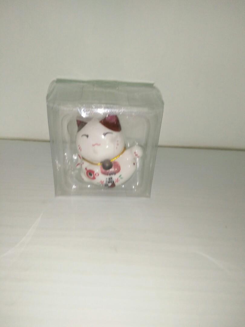 Fortune Cat figurine