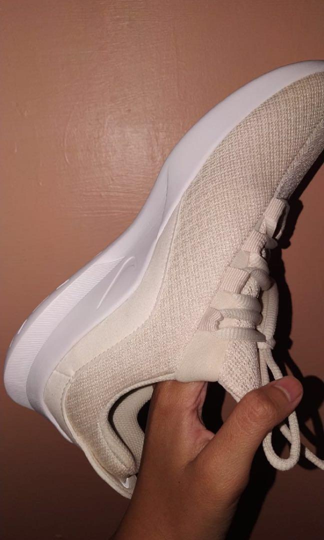 NEW Nike Viale Women
