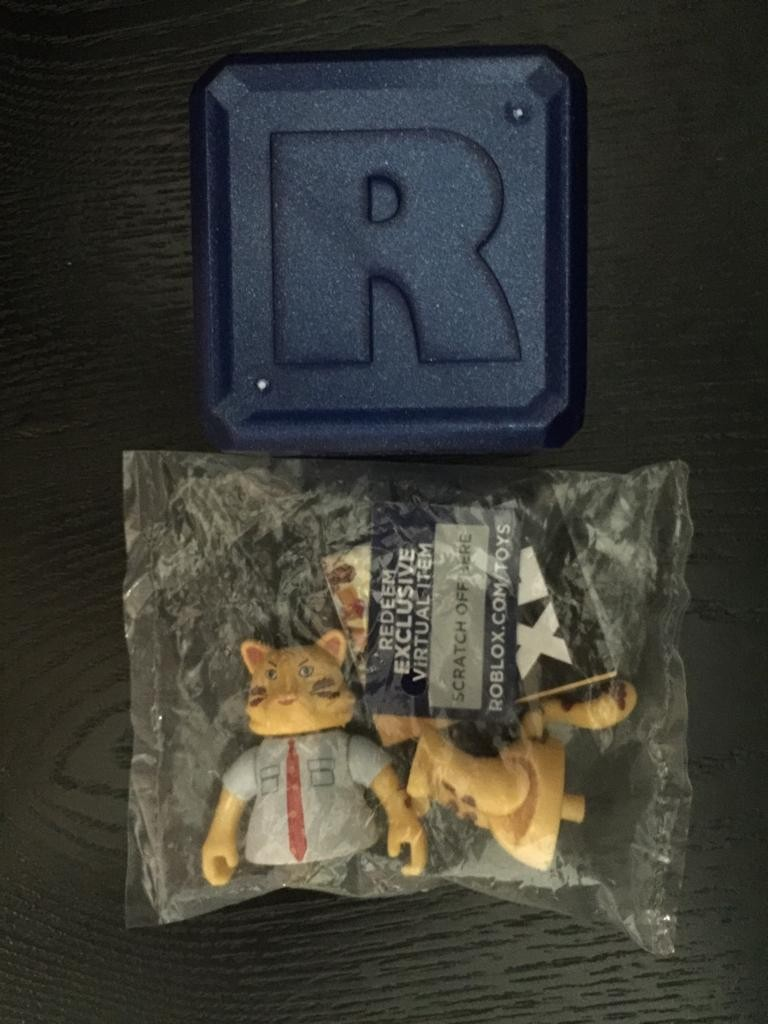 Roblox Celebrity Series 2- Blue Collar Cat Figure Mystery Box with Virtual  Item Code