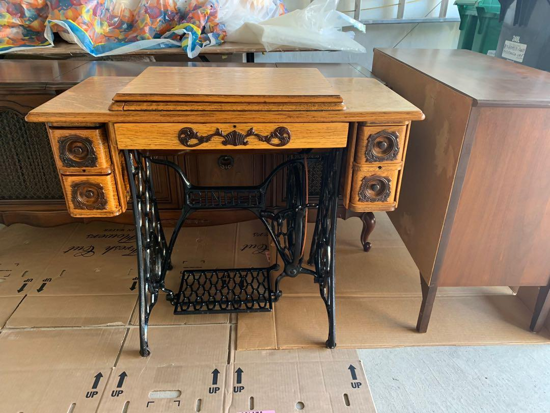 Sewing Machine - Excellent Condition/Fully Functional