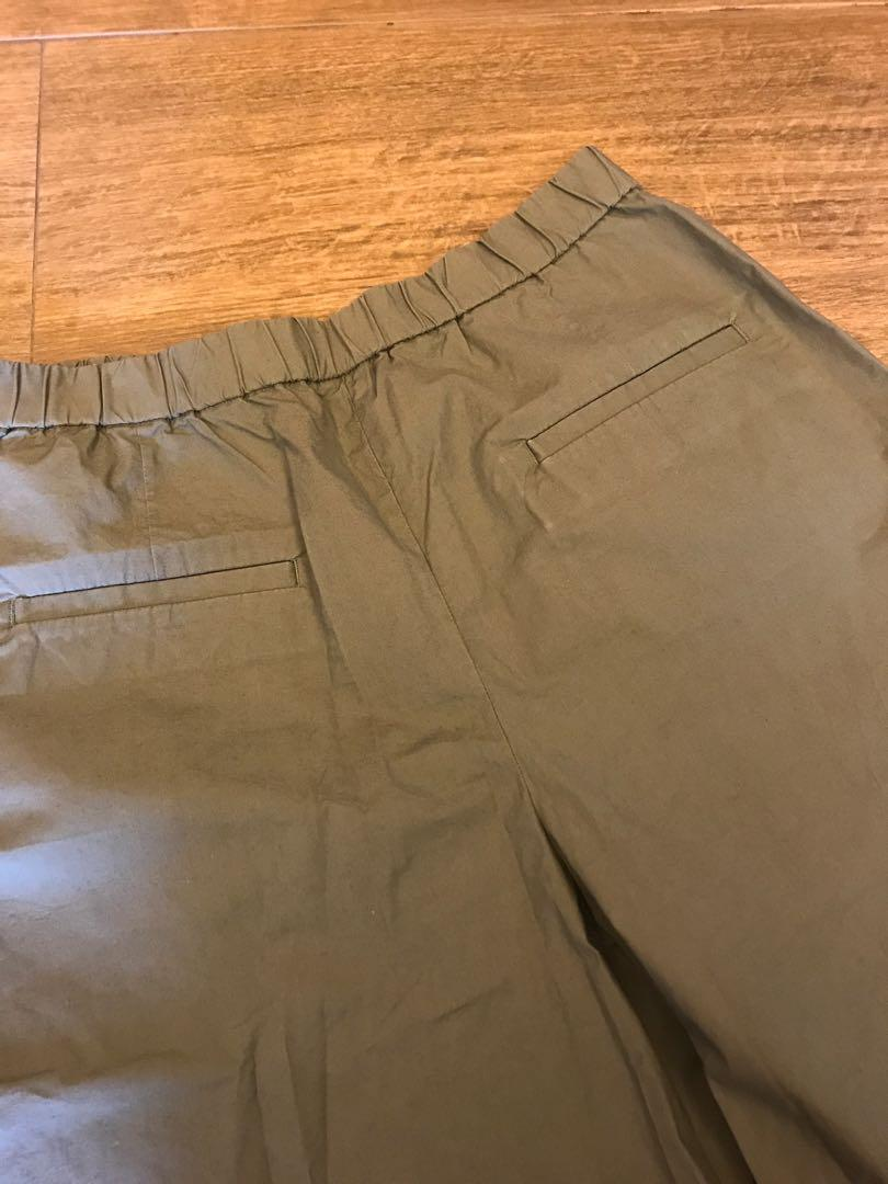 Uniqlo army green wide pants