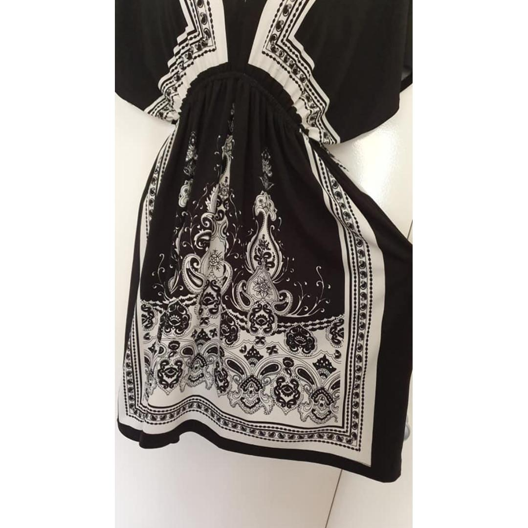 Vgc Kimono style short dress black and white fits about ladies 10