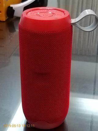 🚚 全新音霸高音質防撥水布面藍芽喇叭16CM+藍芽5.0/5W雙喇叭/重低音/可接聽電話/支援FM電台/TF卡&U碟撥放mp3/AUX+鳳凰紅一個599元+可面交/超商貨到付款
