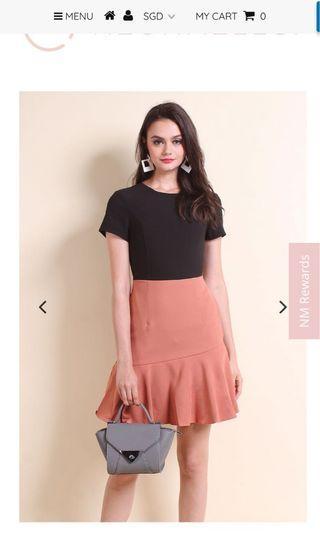 Colourblock Fluted Hem Dress (black/ rust)