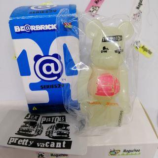 (secret/ chase) Bearbrick Series 29 Artist Sex Pistols GID figure