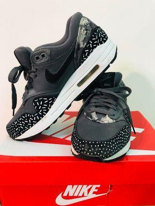 正品Nike復古運動休閒球鞋