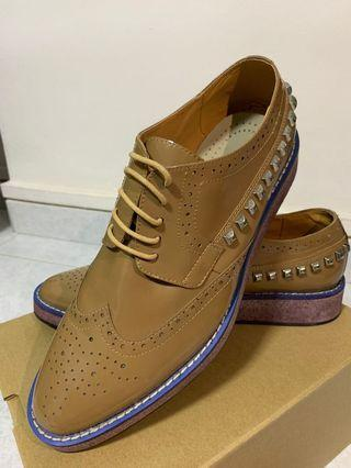 Studded leather shoes (men)