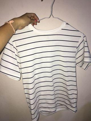 🚚 Uniqlo Black And White Striped Top