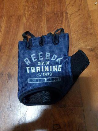 🚚 Left Handed Reebok training glove