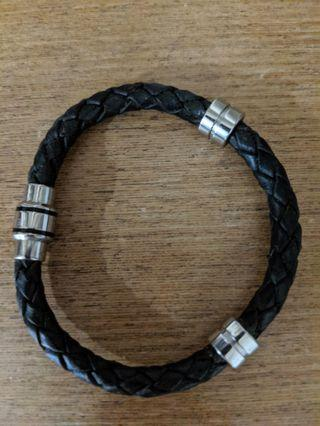 🚚 Ted baker leather bracelet with magnetic clasps