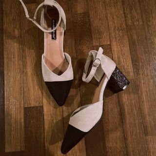 🆕 Nude & black glitter heels