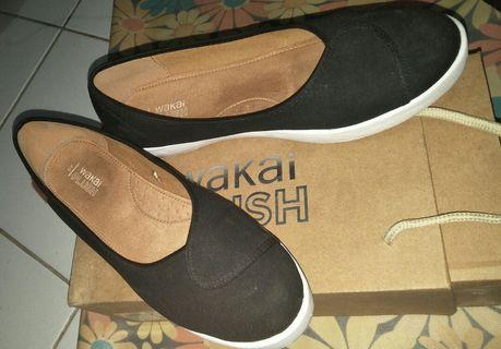Wakai Plush Basic Black Sepatu Wedges (WAK-PLUSHW0189-BASIC)