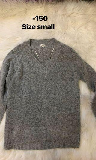 Knitted sweater garage