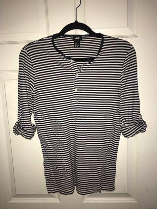 Men's H&M henley shirt in black and white size XS
