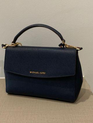 🚚 Michael Kors Ava in small size