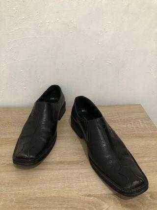 LV Sepatu Kerja Hitam