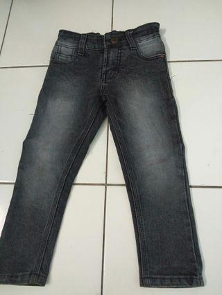 Celana jeans anak uk 5-6tahun