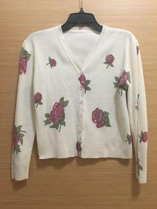 🚚 米白玫瑰花針織罩衫