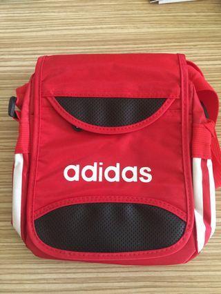 🚚 ADIDAS 紅色斜背包