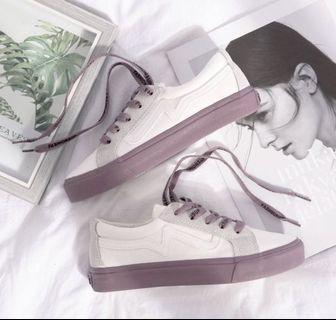 🚚 Women's White Sneakers