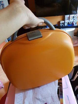 Toiletries Hard case bag
