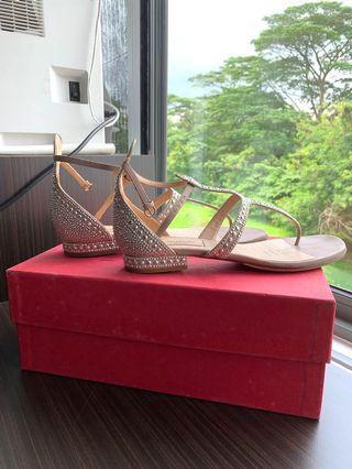 🚚 Valentino Studded Sandals