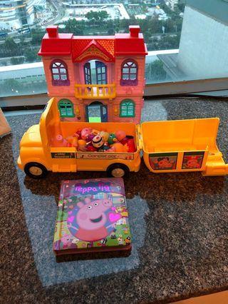 Peppa pig house set / peppa pig bus / peppa book