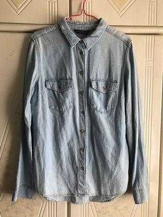 Bershka Denim Shirt 淺色牛仔長袖恤衫襯衫