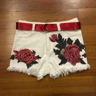 🚚 Brand New Rose Shorts Size S ( Belt White Red Flower Small )