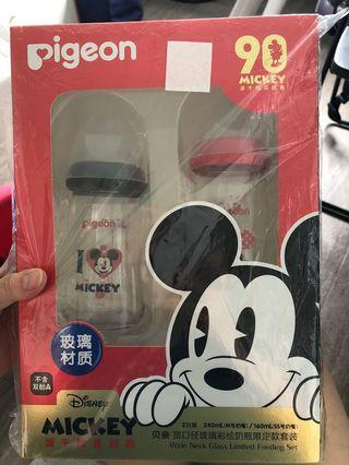 🚚 Pigeon Limited Edition Mickey Glass Bottles