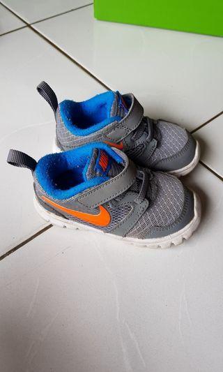 USED Nike Kids Shoes Grey