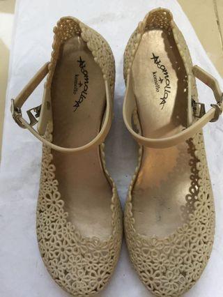 Sepatu Wedges Krem #BAPAU