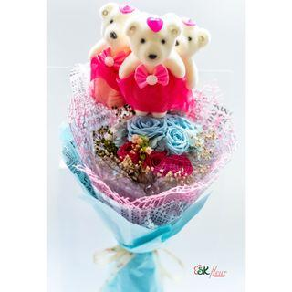 3 CUTE BEAR WITH PRESERVED ROSE BOUQUET