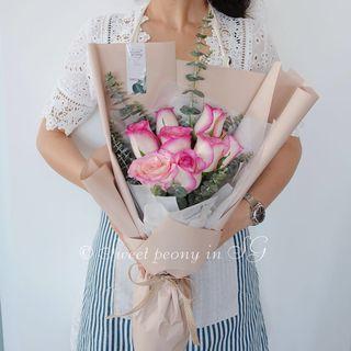 Pinky Rose fresh flower bouquet by Korean florist