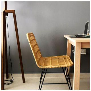 🚚 rattan chair in metal frame.