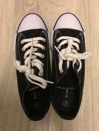 Black Sneakers size 37