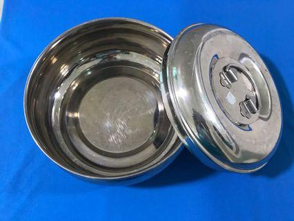 Stainless steel container with cover