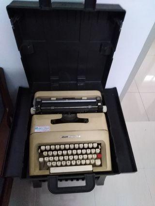 Olivetti Typewriter Lettera 35