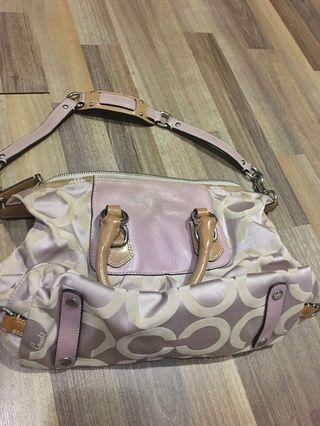 🚚 Coach sling bag medium size