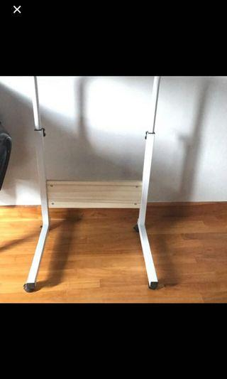 🚚 Removable plus computer table